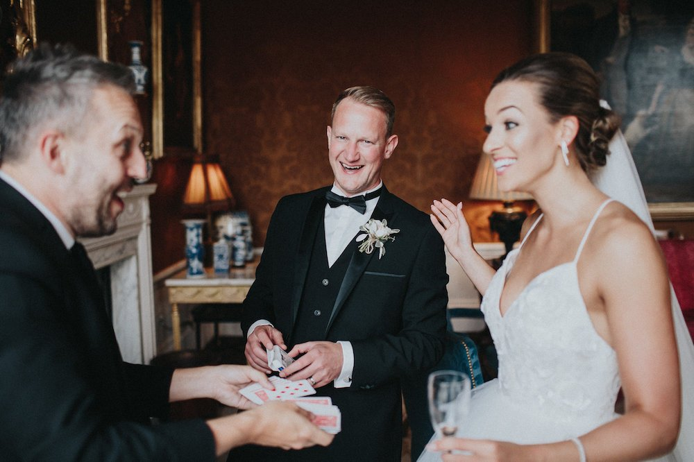 How much does a wedding magician charge?